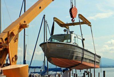 Båt sjøsetting klargjøres for sommeren